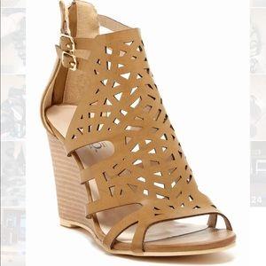 Bucco Katniss laser cut wedge sandal
